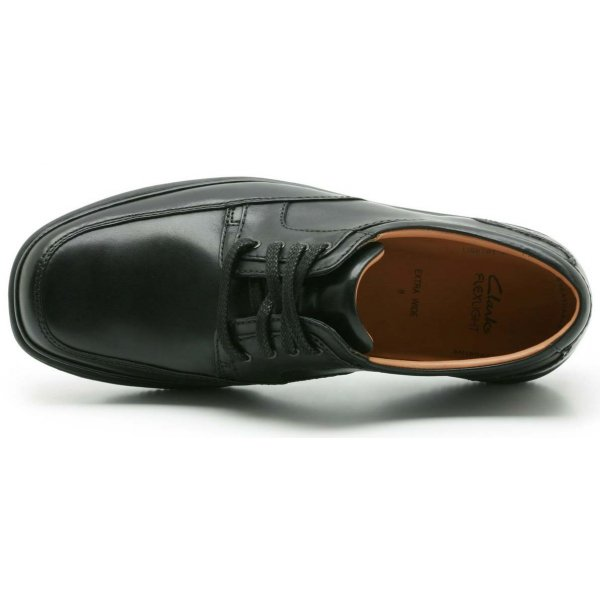clarks wide shoes mens