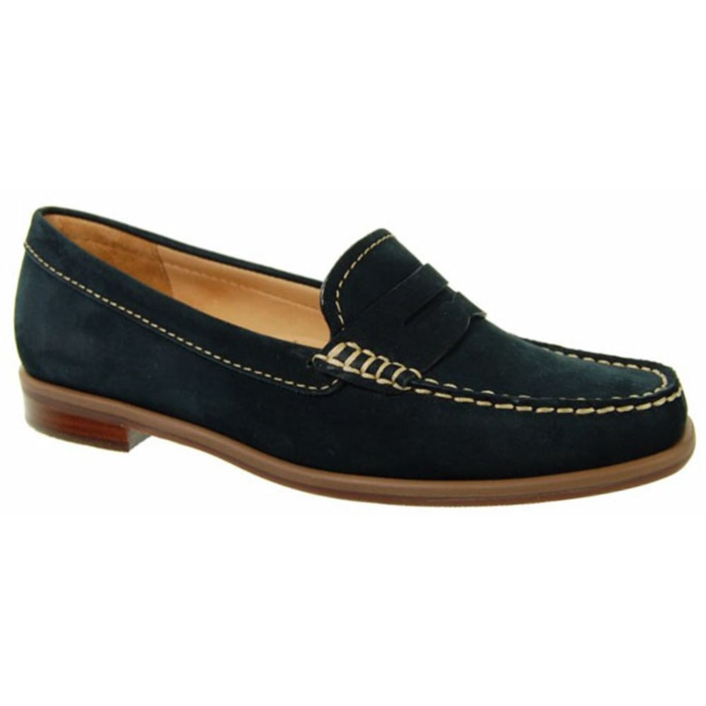 Loafers are loved for their sporty-chic allure, perfect for anyone who loves an elegant yet casual look. The most classic designs are those made from leather with a patent or suede finish, complete with rubber sole in rich or glossy tones.
